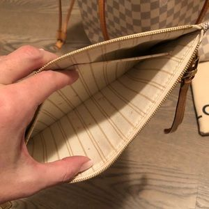 Louis Vuitton Bags - Louis Vuitton Neverfull MM with pochette wristlet.